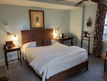 Room, Private Bathroom (Kingston)