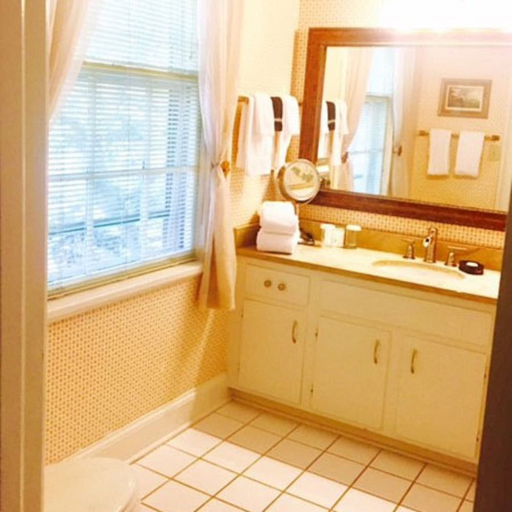 Room, Private Bathroom (Dilworth)