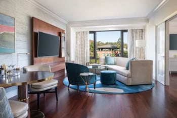Suite, Corner (Malibu - Hearing Accessible)