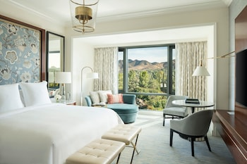 Deluxe Room, 1 King Bed (with Waterfall view)
