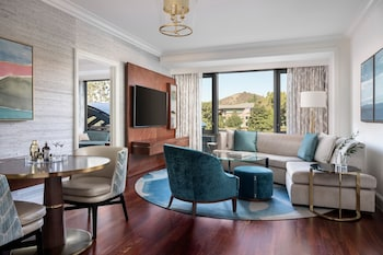 Suite, 1 King Bed (Malibu)