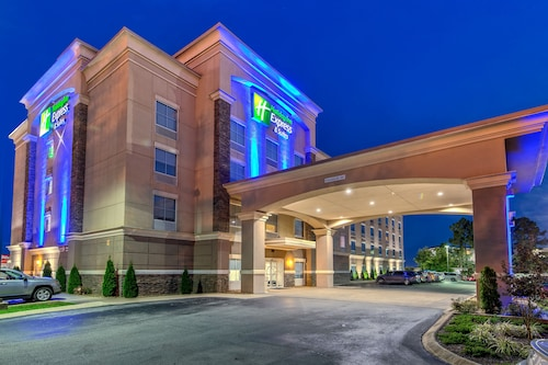 . Holiday Inn Express Hotel & Suites Cookeville