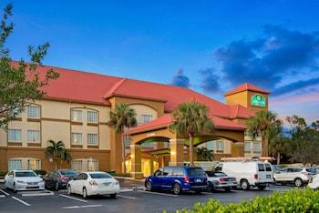 梅耶斯堡機場溫德姆拉昆塔套房飯店 La Quinta Inn & Suites by Wyndham Fort Myers Airport