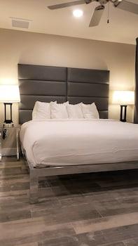 Suite, 2 Bedrooms, Partial Ocean View