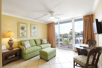 Studio, One King and One Sofa Bed, Pool View (Tropical Poolside Studio)