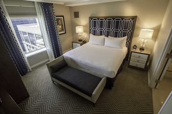 Premium Suite, 1 King Bed, City View