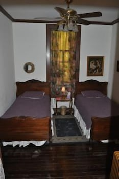 Standard Room, 2 Twin Beds, Private Bathroom