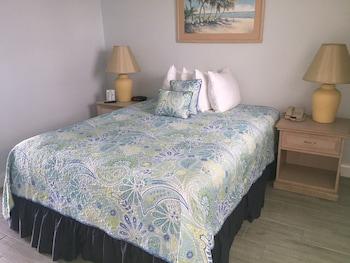 Executive Room, 1 Queen Bed, Patio, Oceanfront (1st Floor)