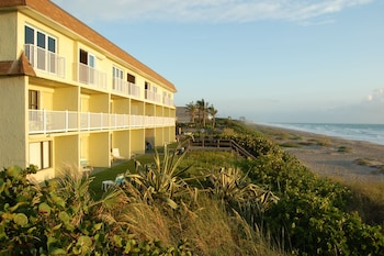 Hotel - Tuckaway Shores Resort
