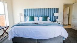 Room 9 Standard (8)