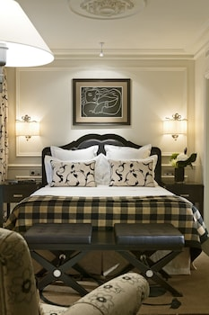 Deluxe Suite with Terrace and Eiffel Tower view (King bed 180cm and sofa bed)