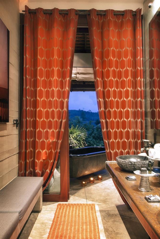 https://i.travelapi.com/hotels/2000000/1560000/1559100/1559047/0f1f534f_z.jpg