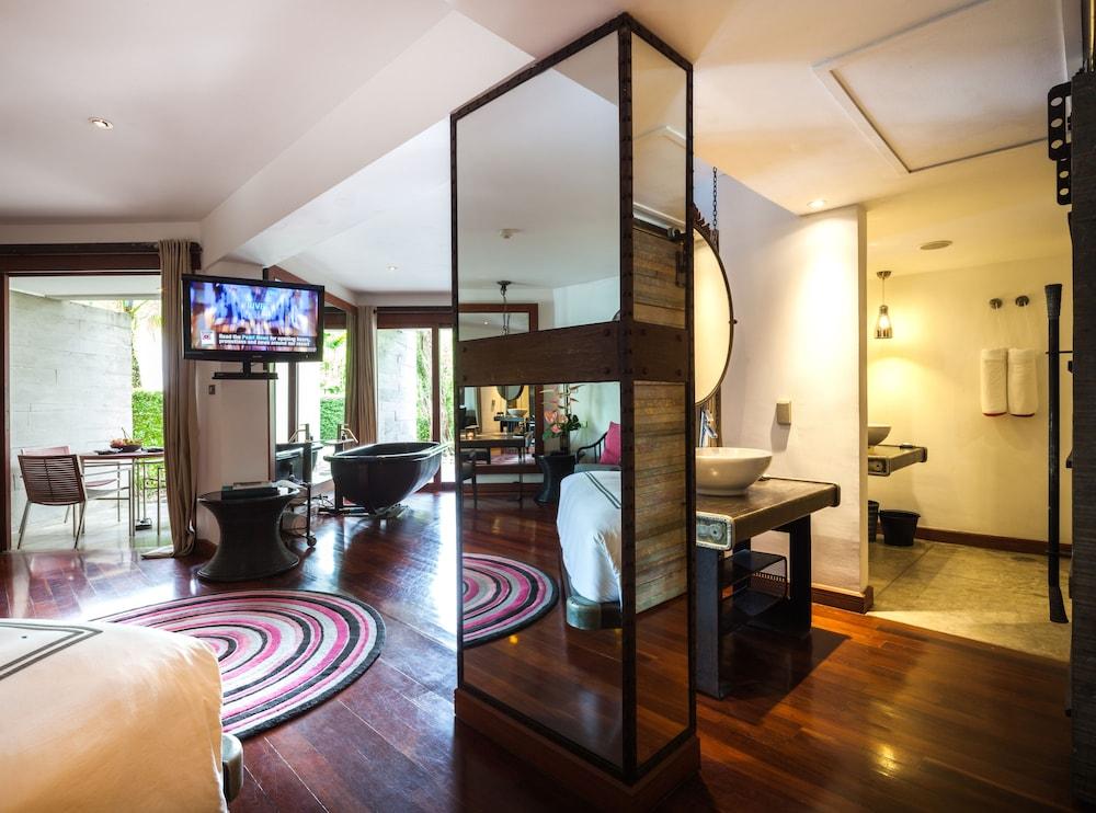 https://i.travelapi.com/hotels/2000000/1560000/1559100/1559047/d82fbb67_z.jpg