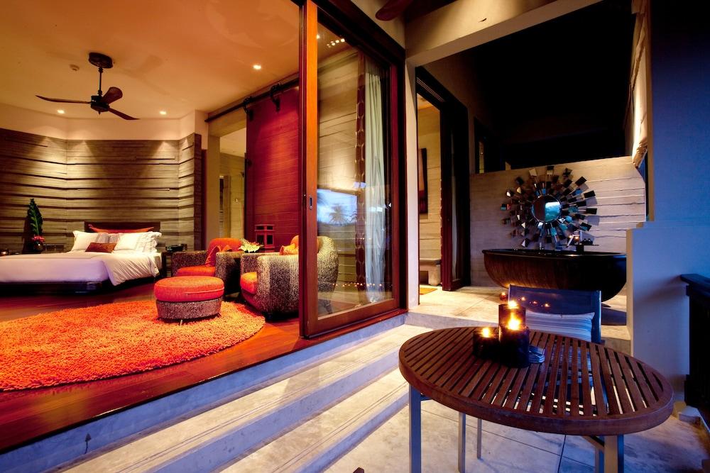 https://i.travelapi.com/hotels/2000000/1560000/1559100/1559047/e65ad661_z.jpg
