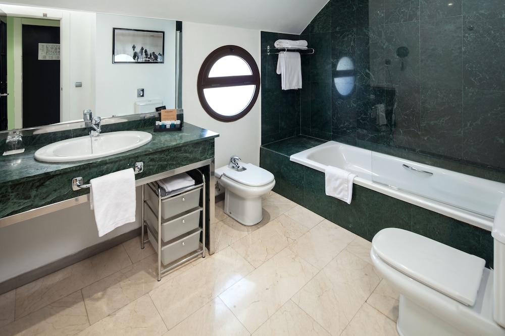 https://i.travelapi.com/hotels/2000000/1560000/1559900/1559891/5229d830_z.jpg