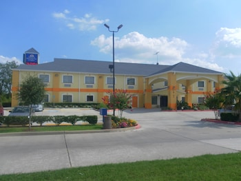 Americas Best Value Inn & Suites Bush Intl Airport photo