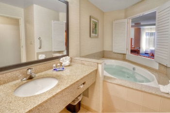 Executive Suite, 1 King Bed with Sofa bed, Jetted Tub