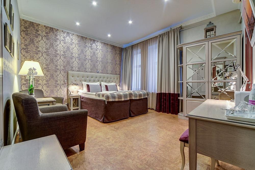 https://i.travelapi.com/hotels/2000000/1570000/1563000/1563000/1a477c89_z.jpg
