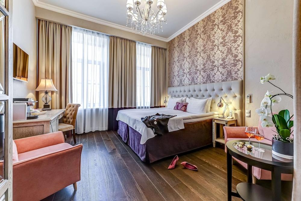 https://i.travelapi.com/hotels/2000000/1570000/1563000/1563000/2a1eeaa5_z.jpg