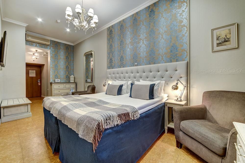 https://i.travelapi.com/hotels/2000000/1570000/1563000/1563000/39c2f018_z.jpg