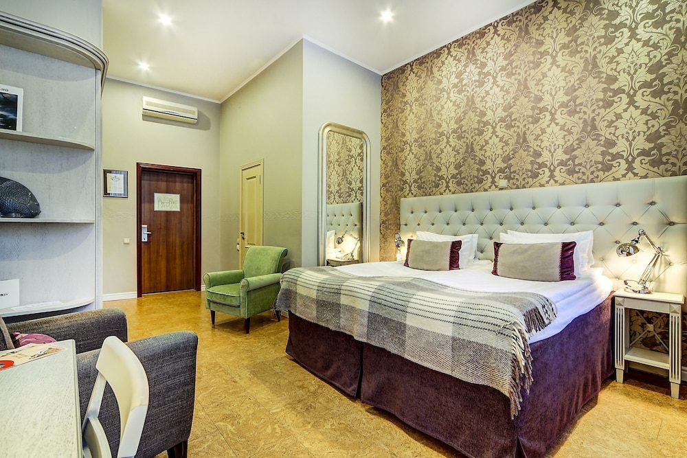 https://i.travelapi.com/hotels/2000000/1570000/1563000/1563000/53731a51_z.jpg