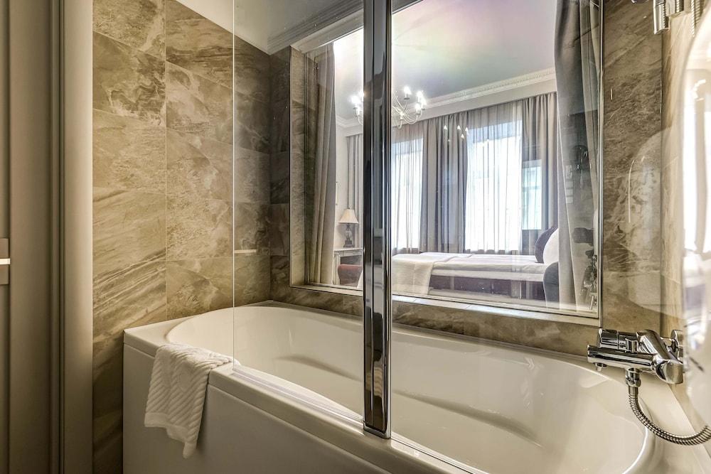 https://i.travelapi.com/hotels/2000000/1570000/1563000/1563000/b3c30f83_z.jpg