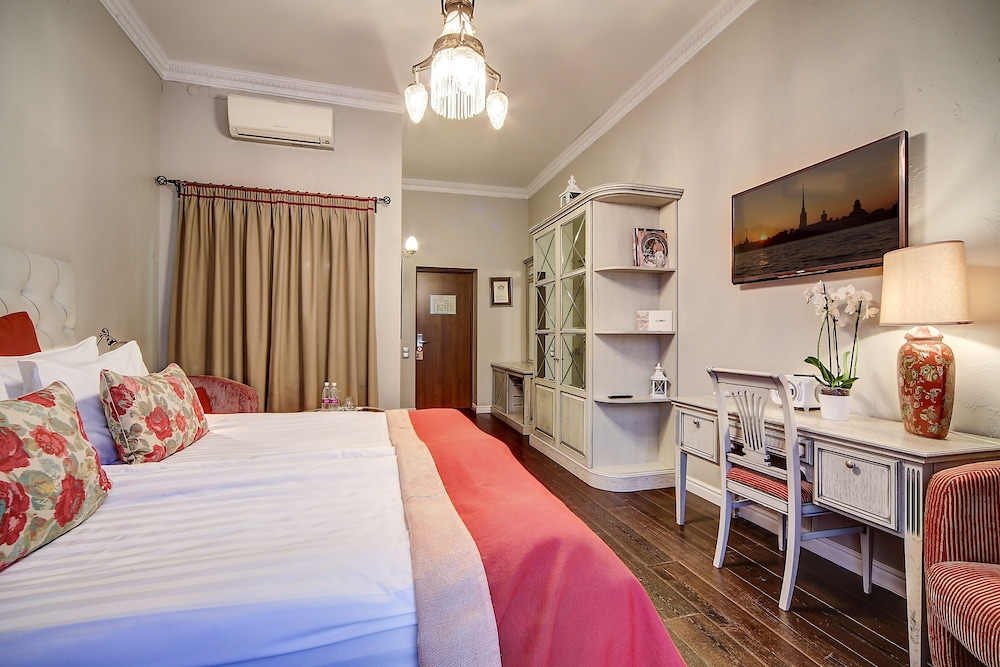 https://i.travelapi.com/hotels/2000000/1570000/1563000/1563000/bac9014a_z.jpg