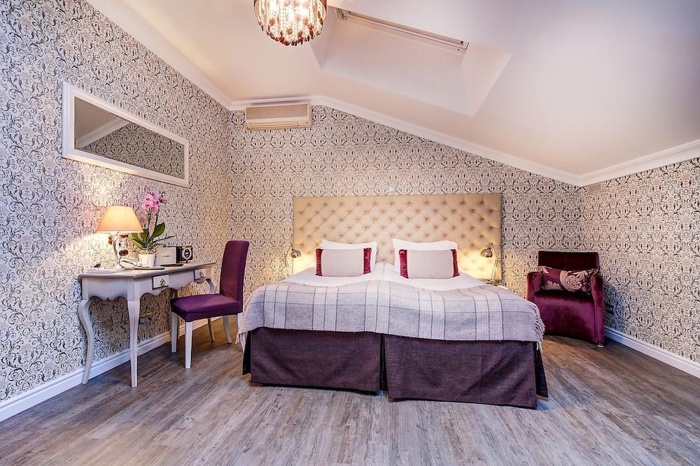 https://i.travelapi.com/hotels/2000000/1570000/1563000/1563000/c9f6900f_z.jpg