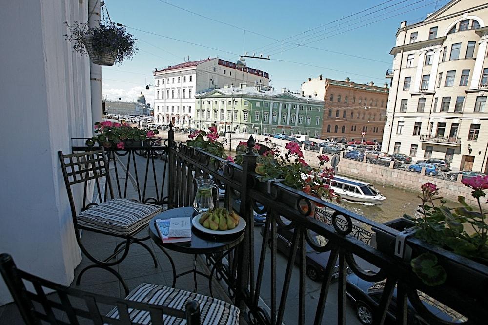 https://i.travelapi.com/hotels/2000000/1570000/1563000/1563000/e4b6f358_z.jpg