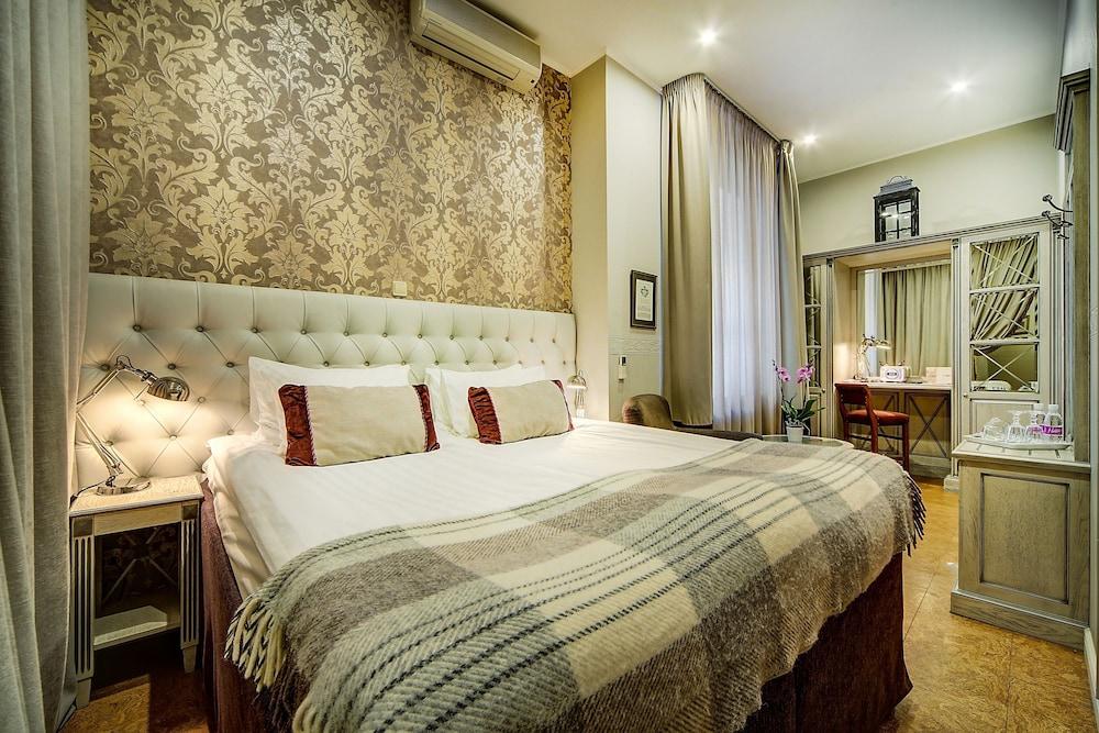https://i.travelapi.com/hotels/2000000/1570000/1563000/1563000/f544e89c_z.jpg