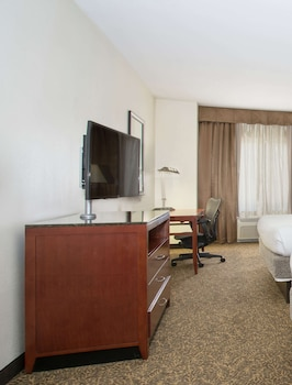 Room, 1 King Bed, Mobility and Hearing Accessible, Bathtub