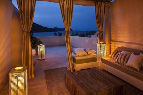 Therasia Resort Sea & Spa, Messina