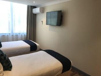 Guestroom at Ryals Hotel Broadway in Glebe