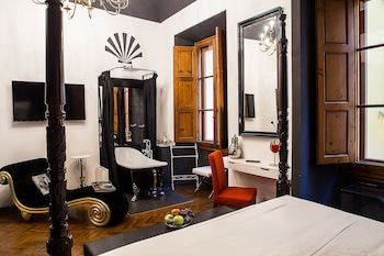 Superior Room, Bathtub