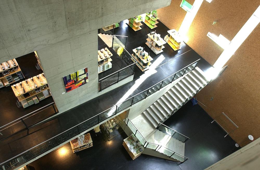 로이지움 와인 앤드 스파 리조트 랑겐로이스(LOISIUM Wine & Spa Resort Langenlois) Hotel Image 29 - Staircase