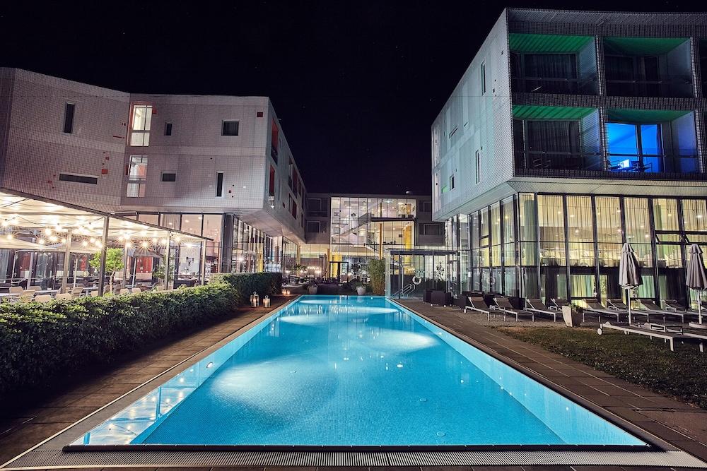 로이지움 와인 앤드 스파 리조트 랑겐로이스(LOISIUM Wine & Spa Resort Langenlois) Hotel Image 13 - Outdoor Pool