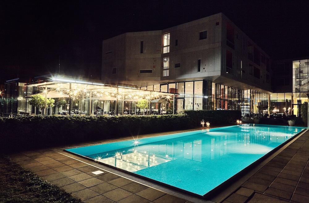 로이지움 와인 앤드 스파 리조트 랑겐로이스(LOISIUM Wine & Spa Resort Langenlois) Hotel Image 14 - Outdoor Pool