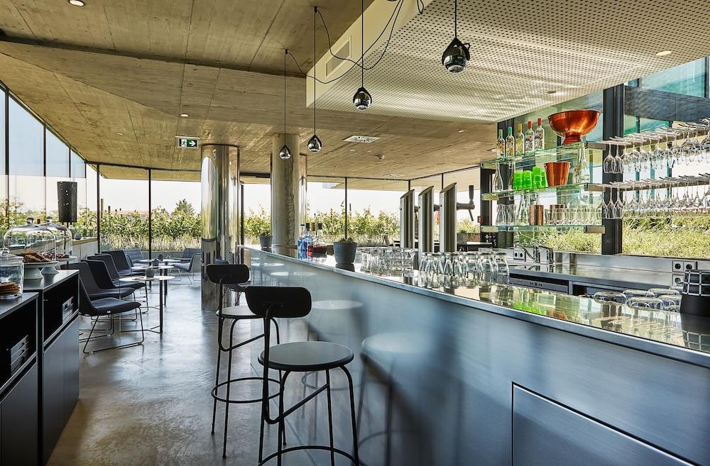 로이지움 와인 앤드 스파 리조트 랑겐로이스(LOISIUM Wine & Spa Resort Langenlois) Hotel Image 28 - Poolside Bar