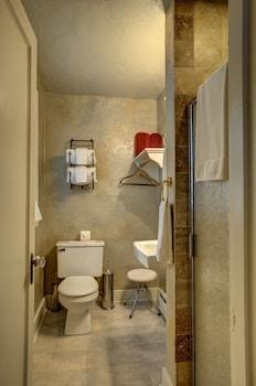 Amid Summer's Inn Bed and Breakfast - Bathroom  - #0