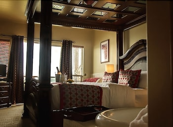 Room 1 with King Bed and Jetted Tub