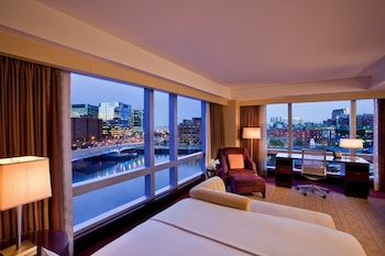 Club Room, 1 King Bed (Intercontinental, Water View)