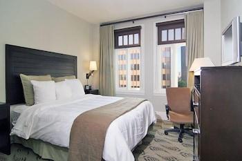 Deluxe Room, 1 Queen Bed, Non Smoking, City View