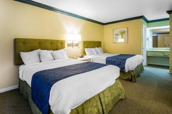 Standard Room, 2 Queen Beds, Non Smoking (Top Floor)