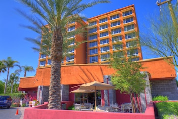 Ramada by Wyndham Phoenix Midtown photo