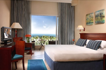 Fujairah Rotana Resort & Spa Al Aqah Beach