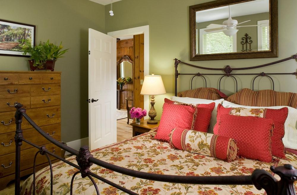 Suite, Private Bathroom (Carl Sandburg Suite)