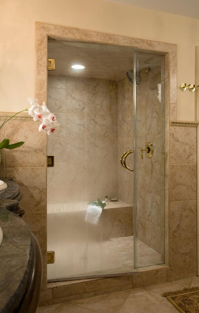Suite, Private Bathroom (Maya Angelou Suite)