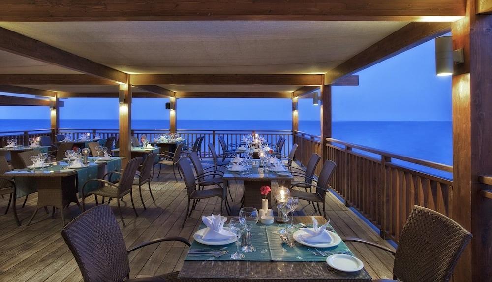 아카 알린다 호텔(Akka Alinda Hotel) Hotel Image 61 - Outdoor Dining
