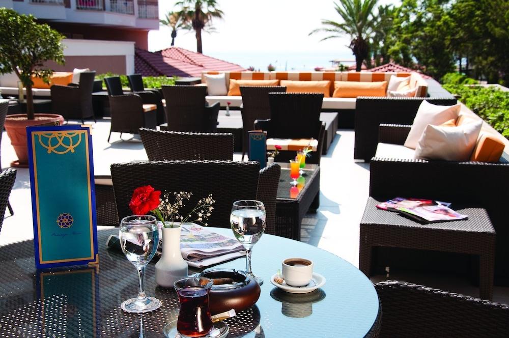아카 알린다 호텔(Akka Alinda Hotel) Hotel Image 54 - Outdoor Dining