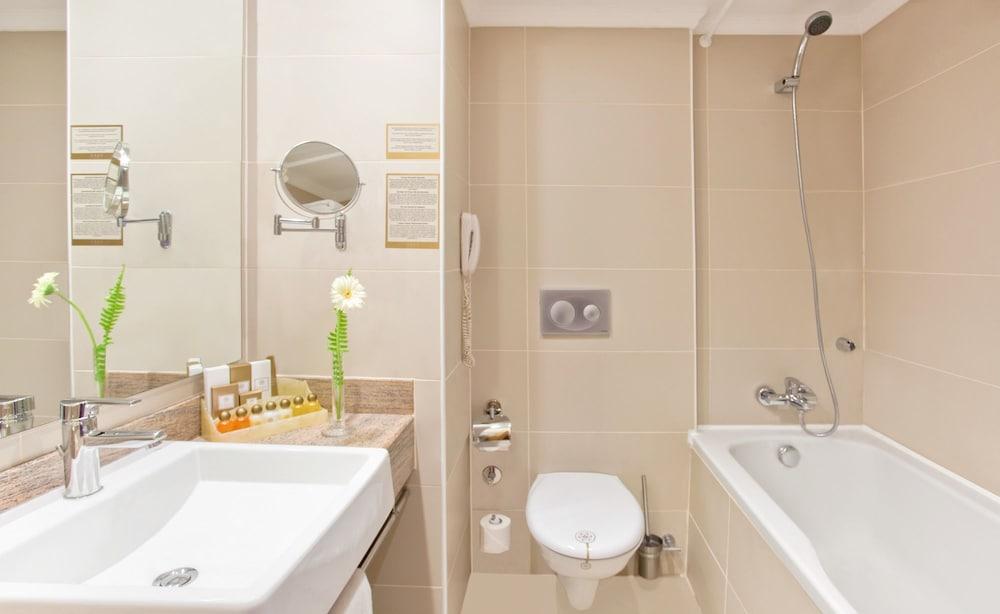아카 알린다 호텔(Akka Alinda Hotel) Hotel Image 12 - Bathroom